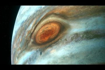 Why Jupiter Has a Giant Red Spot | How the Universe Works