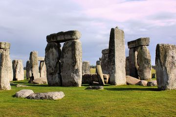 Cremated remains reveal hints of who is buried at Stonehenge