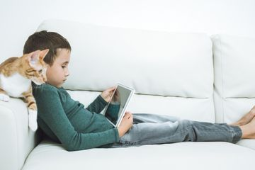 Survey raises worries about how screen time affects kids' brains
